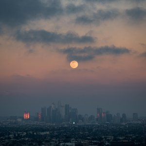 r/LosAngeles - Super Moon over DTLA [OC]